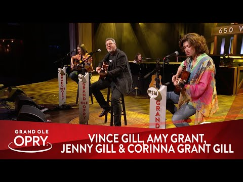 """Vince Gill, Amy Grant, Jenny Gill And Corinna Grant Gill - """"You Are My Sunshine"""" 
