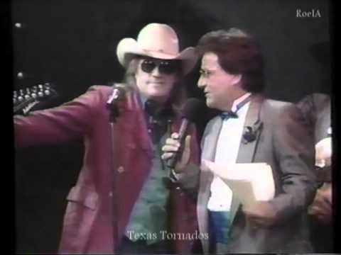 Texas Tornados Freddy Fender and Doug Sahm talking with Johnny