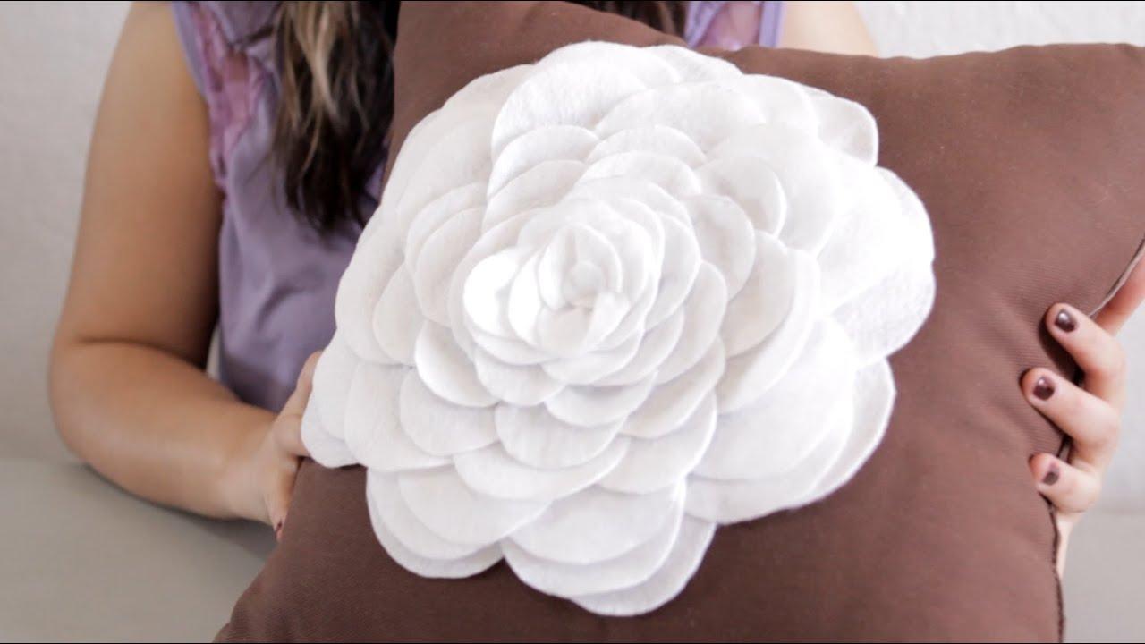 Como hacer una flor con fieltro manualidades flor con - Como confeccionar cojines para sofas ...