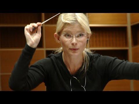 Dirigentin Anu Tali probt mit dem Münchner Rundfunkorchester