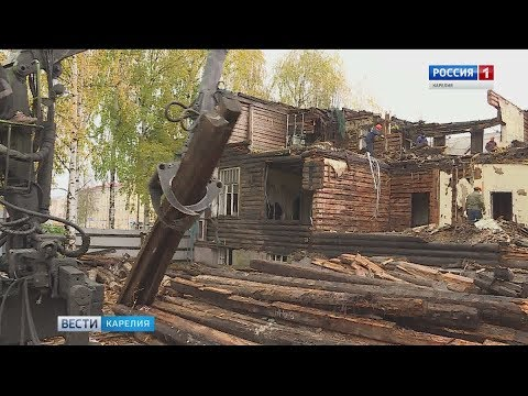 Бывшую детскую поликлинику в Петрозаводске разбирают по брёвнышку