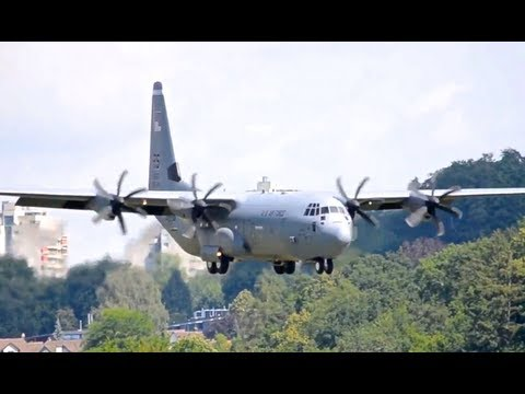 Lockheed C-130J-30 Hercules || Low pass and Landing in Berne HD