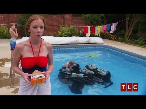 Mom Washes Clothes in Pool: 'Extreme Cheapskate'