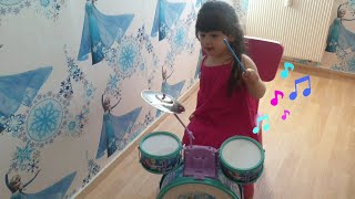 Playing with Frozen baby drum kit #Frozen #Frozen2 #music #Elsa #Disney #Princess