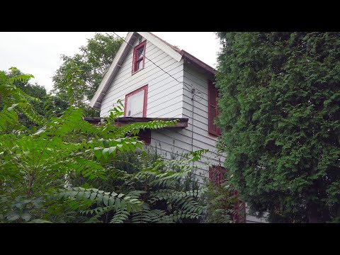 Abandoned - House Built in 1898 (The Date They Abandoned it is Weird)