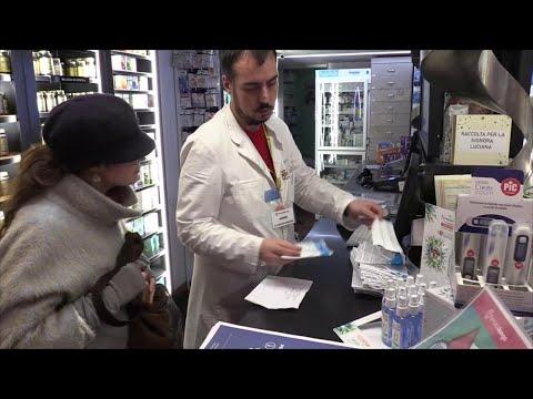 """Coronavirus, A Roma Farmacia Regala Mascherine E Opuscoli: """"Così Combattiamo Le Fake News"""""""
