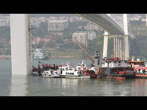 Chongqing bus plunge: Crews working to recover wreckage from Yangtze River