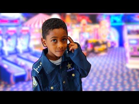 Police Kid Takes FamousTubeKIDS to the Arcade