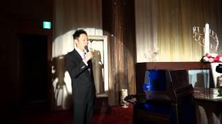先輩が友人の結婚式で見事な歌声を披露してくれました。