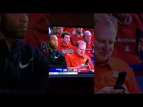 Robert Sarver uses a flip phone with Bill Walton and Larry Fitz.  Get a smart phone please!!!
