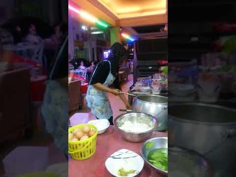 Chef in resto PakNgah Cafe Kuala Lumpur