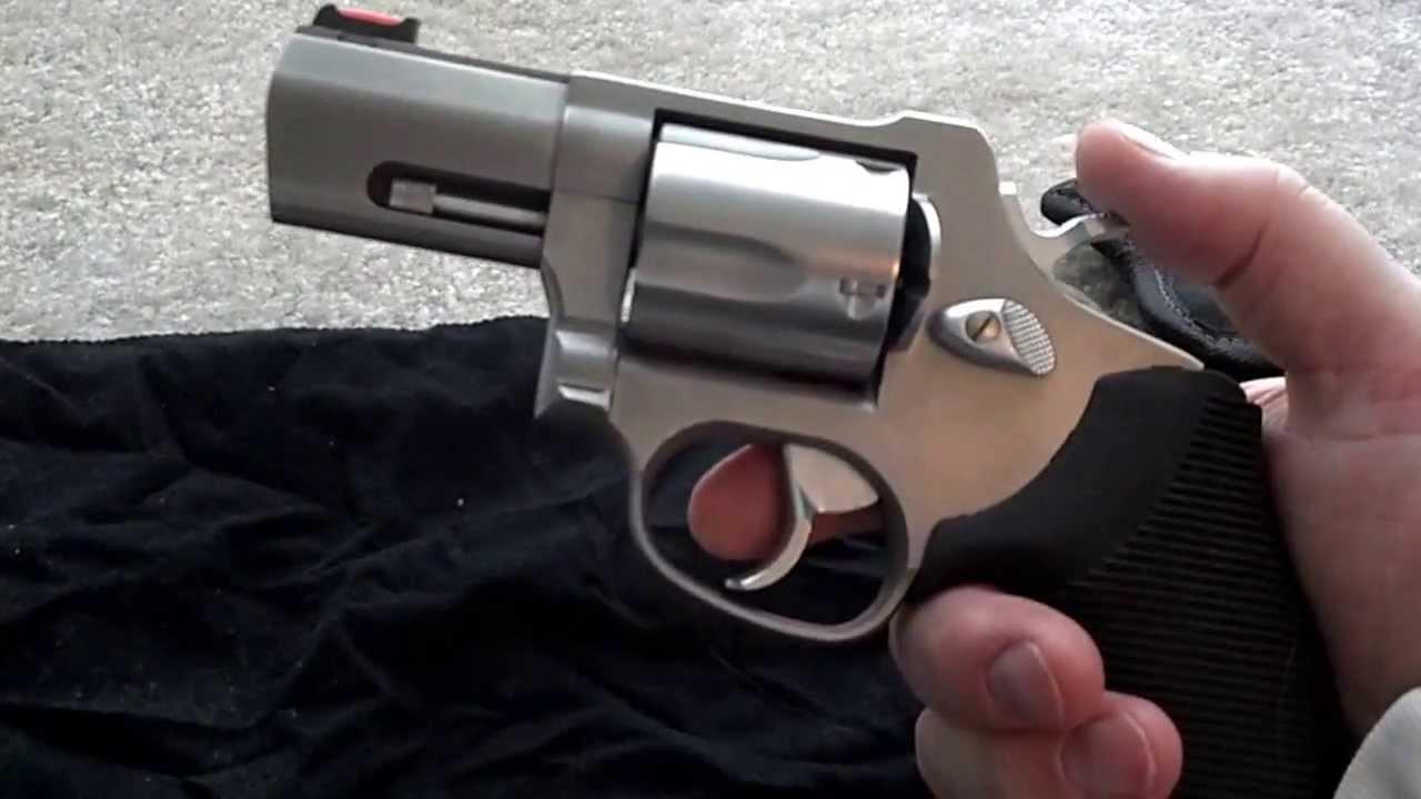 Taurus Snubnose 44 Magnum - YouTube44 Magnum Snub Nose Revolver