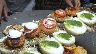 देसी बर्गर  - Chinese Veg Burger @ 30 rs ($ 0.43 ) - Amritsar Street Food