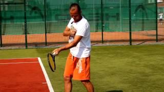 Теннис. Видеоурок об ударе справа. Часть 1.