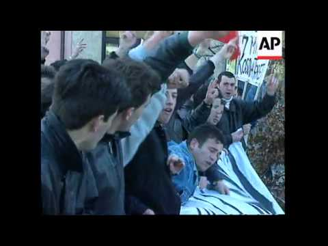 SWITZERLAND: ETHNIC ALBANIANS STAGE PROTEST OUTSIDE UN OFFICES