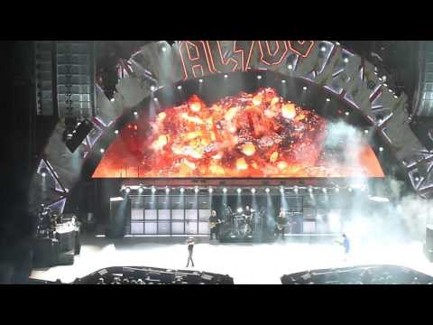 AC/DC Chicago,United Center February 17,2016 Rock Or Bust Opening