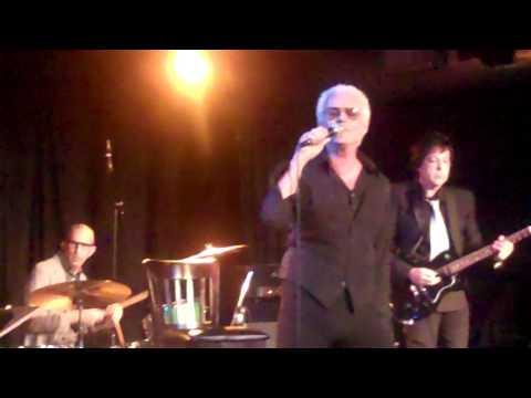 Michael Des Barres Does Bowie