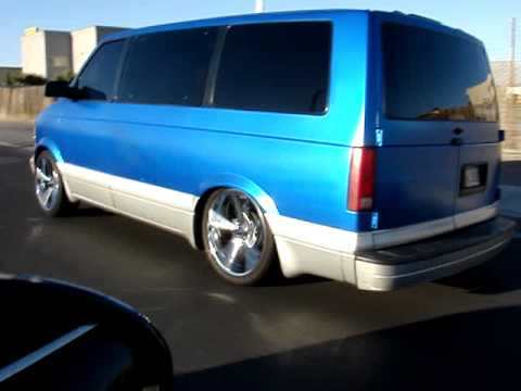 "Chevy Astro Van >> Bagged astro van on 20""s rolling - YouTube"