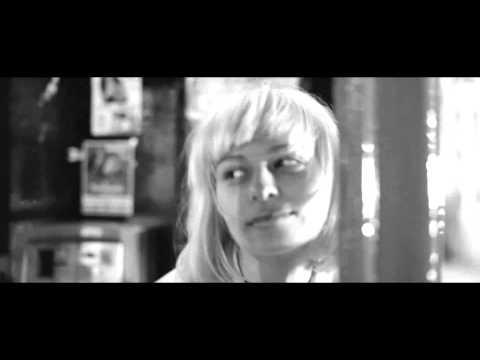 Клип I See MONSTAS - Holdin On