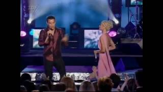Christina Aguilera Ricky Martin and the stunning performance Give a...