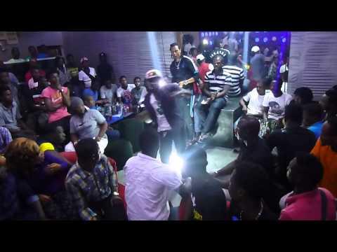 Demo du Kponjonjon de Safarel Obiang au 123 Love de Port Bouët