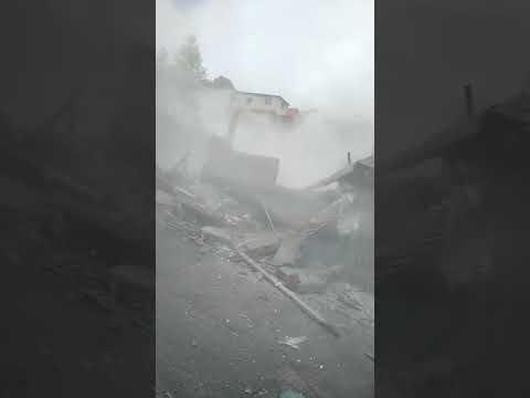 Casa desabando em Maua, Gracas a Deus nenhum ferido.