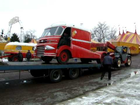 ancien convoi tracteur ford poissy du cirque pinder youtube. Black Bedroom Furniture Sets. Home Design Ideas