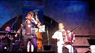 Yigal Altschuler-Zingt oyf yidish.AVI