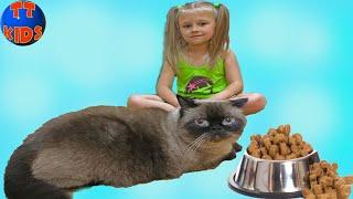 ВЛОГ Едем в гости ПОДАРКИ для КОТА Играем с Огромным Котом Видео для детей Big Cat