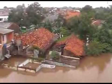 banjir jakarta 2014-air mata iwan fals