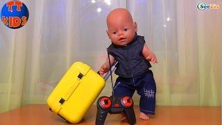 ✔ Беби Борн. Ярослава открывает подарок для игрушки. Чемодан для куклы. Видео для детей ✔