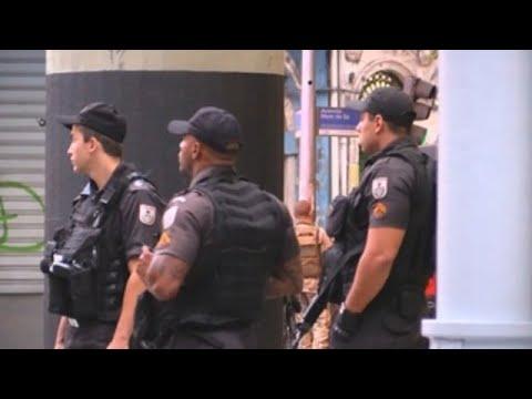 Un hombre armado se atrinchera con varios rehenes en un bar de Río de Janeiro