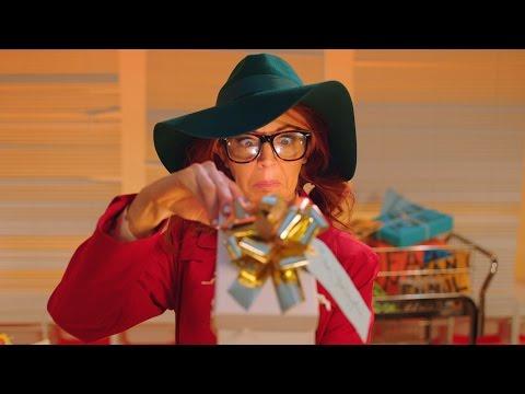 Скачать клип Lindsey Stirling ft. Phelba - Hold My Heart смотреть онлайн