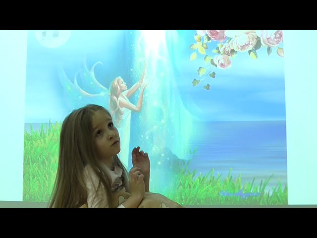 Изображение предпросмотра прочтения – ВикторияГребенюк читает произведение «Розовый домик» М.И.Цветаевой