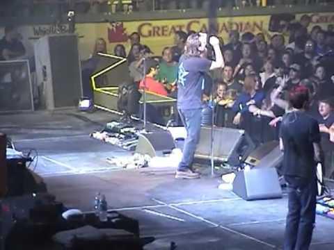 Pearl Jam , Kitchener Memorial Auditorium, Kitchener, Ontario, Canada(11-09-2005)
