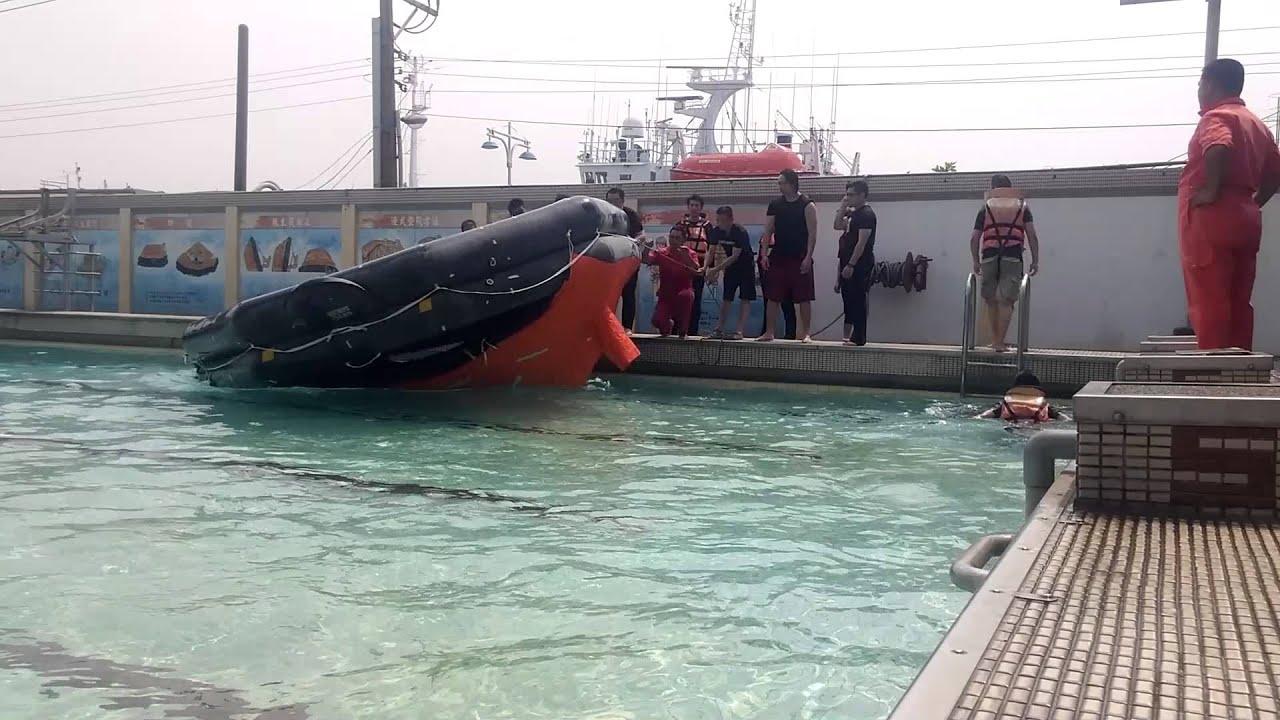 船員訓練救生筏翻正 - YouTube