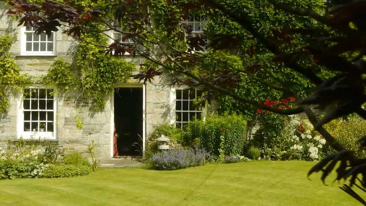 Beautiful rural georgian manor house in north cornwall for Pictures of pretty houses