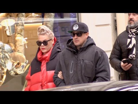 EXCLUSIVE : Singer Pink and her husband walk to Colette store in Paris