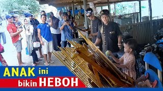 Anak Ini Bikin Heboh Pengunjung Pantai Jetis Cilacap//Jago Main Alat Musik