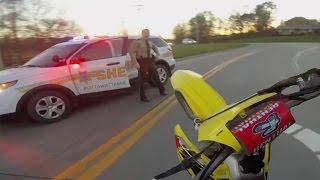 10 Minute Dirtbike Chase with Police!!(https://www.youtube.com/channel/UCYCPwuccKMxbEtca0g_iIHw ^^^^ SUBSCRIBE 2 SUNDOWN WHEELIEZ!!! ^^^^ ✪ SHIRTS & HOODIES ..., 2016-07-27T16:00:01.000Z)