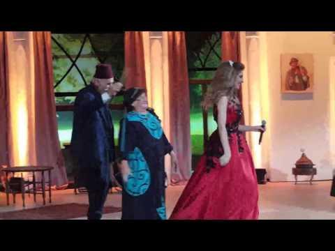سهيلة بن لشهب خلال تصوير حلقة غنيلي تغنيلك مع علي الديك