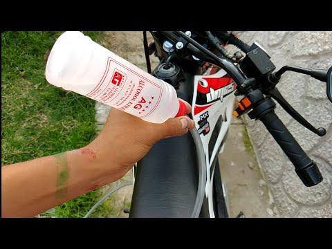 Una moto funciona con ALCOHOL 96°