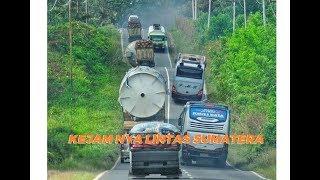 Download Video KEJAM !! LINTAS BALAPAN BUS MALAM SUMATERA MP3 3GP MP4
