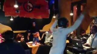 PitBull Pub Harlem Shake dance