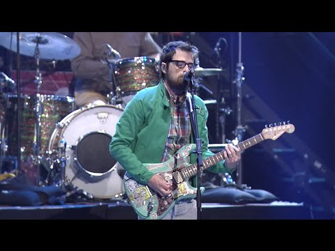 "APMAs 2015: Weezer perform ""Buddy Holly"" [FULL HD]"