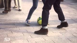 بالفيديو | فتاة مغربية تستعرض مهاراتها في كرة القدم بشوارع باريس