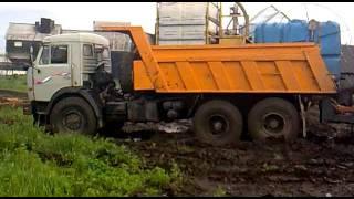 Камаз 6x6 с траллом в грязи