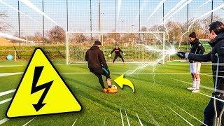 ELEKTRO ELFMETER FUßBALL CHALLENGE ! *SCHOCKIEREND*