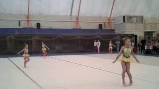 Выступление маленьких гимнасток на соревнованиях