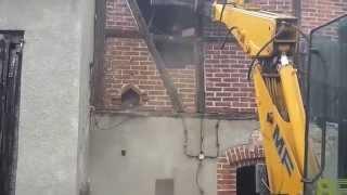 Koparka wyburzanie 1 (amateur demolition)